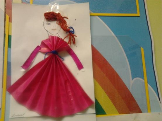 подкладка кукла из цветной бумаги и картона гаража
