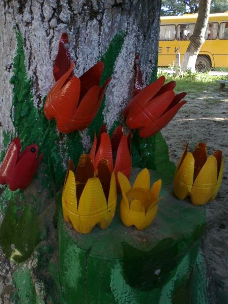 Оформление участка доу летом своими руками фото из пластиковых бутылок