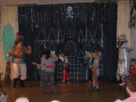 «Новогодние приключения». Сценарий праздника для детей подготовительной группы