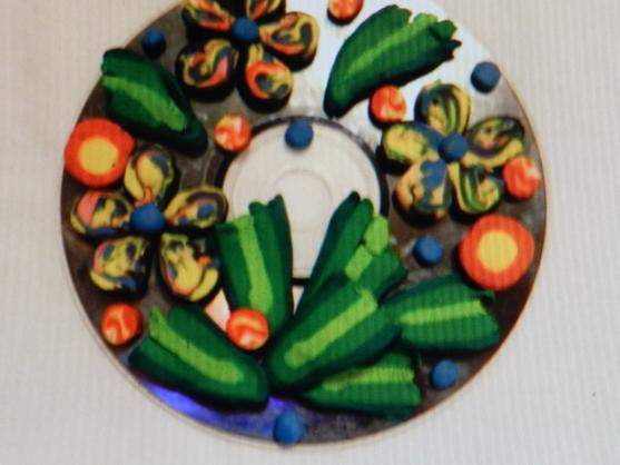 Гусеница из колес поделка