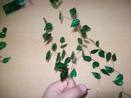 японская деревья из бисере. бонсай из бисера мастер класс. листики глицинии из бисера. станок для бисероплетения...