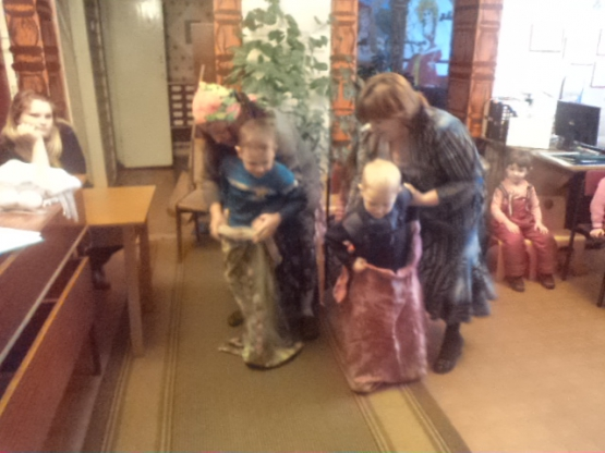 игра с бабой ягой на новый год в детском саду