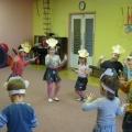 Танец обезьянок