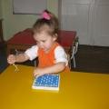 Коррекционно-развивающее занятие по развитию сенсорики и мелкой моторики у детей 3–4 лет с использованием игры «Гвоздики»