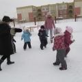 Спортивное развлечение для детей средней группы на улице «Зимние забавы»