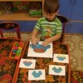 Дидактическая игра «Цветные картинки». Пособие по сенсорному развитию для детей первой младшей группы.