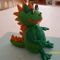 «Милое» драконище из пластилина