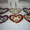 Сердечки ко Дню Святого Валентина. Аппликация из паеток на сетке «Серпянке»