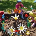 Цветы из пластиковых бутылок для клумбы