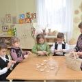 Конспект занятия с детьми старшей группы по художественному творчеству. Плетение косичек из талаша.
