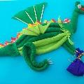 Нам дракон на Новый Год всем подарки принесет.