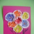 «Разноцветные букеты» из ватных дисков
