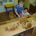 Фотоотчет. Конструирование города, экскурсии по детскому саду, на станцию юннатов, физкультурный досуг