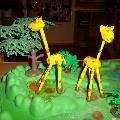 Длинношеее животное жираф.