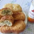 Жареные пирожки с начинкой из молодого картофеля с луком.