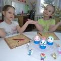 Киндер-сюрприз— подставка для детских работ