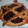 Небольшие пироги с ягодной начинкой.