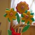 «Цветы». Поделки из бросового материала