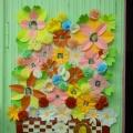 Корзинка цветов в подарок (поздравление девочкам)