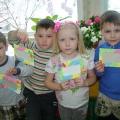 «Весенние рамочки для фотографий из бумажных салфеток»