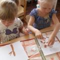 Рисуем осень мятой бумагой.