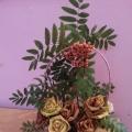 «Осенний букет» из кленовых листьев