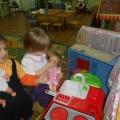 Игра «В гости к куклам» в первой младшей группе