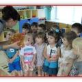 Комплексное занятие по сенсорному развитию для детей младшей группы «Разноцветные подарки от ежика»