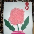 Подарок маме. Работа для детей от 4 лет из цветной бархатной бумаги, пластилина и салфетки