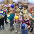 Конспект занятия по рисованию красками с детьми трехлетнего возраста «Мячики»