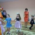 Мы танцуем и поем, в общем, весело живем!