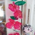 Цветы из пластиковых бутылок и бабочки.