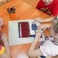 Дидактическое пособие по ознакомлению детей со свойствами тканей, дизайном одежды.