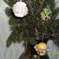 «Новогоднее украшение» из бус для елки.