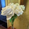 «Белые розы в вазе»