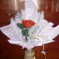 Ваза из стеклянной бутылки, для розы из одноразовых ложек.