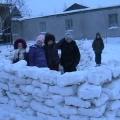 Конструирование из снежных глыб.