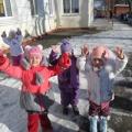 Фотоотчет «Зимние прогулки во второй младшей младшей группе»