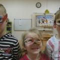 «Разноцветные очки». Мастер-класс от детей.