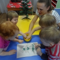 Нетрадиционное рисование крупой с детьми раннего возраста