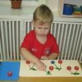 Игры с цветными крышками (первая младшая группа)