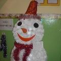 Снеговик из одноразовых стаканчиков.
