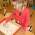 Рисование солью, манкой, песком в детском саду.