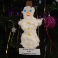 Новогодние ёлочные игрушки, изготовленные детьми второй младшей группы с помощью родителей.