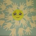 Коллективная работа «Солнце из ладошек для любимых мам»