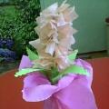 Наш подарок мамам. Разные цветы в вазочках