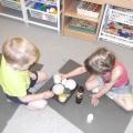 Играем с баночками.