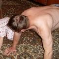 Игры детей с родителями дома.