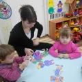 Проведение игр-занятий по формированию навыков самообслуживания в ясельной группе «Неваляшки»