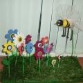 Поделка из бросового материала: «Пчёлкин луг»